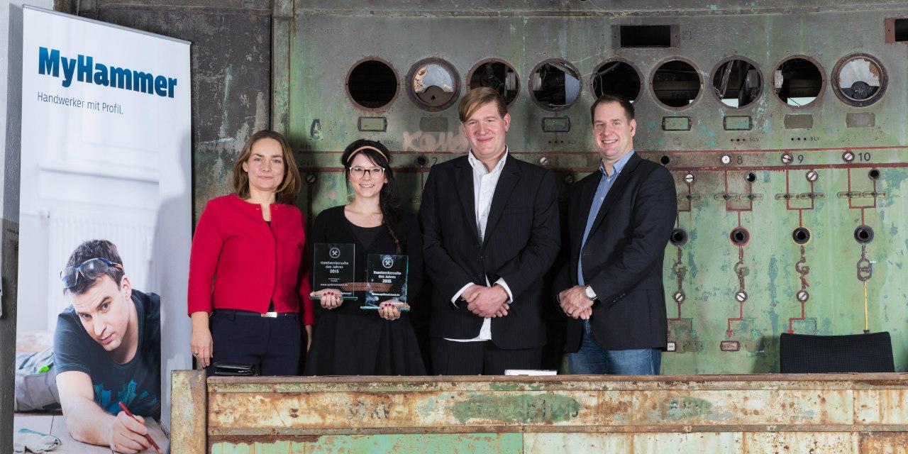 """Die Gewinnerin der """"Handwerkerseite 2015"""", Frau Eva-Maria Trummer (www.optikmeisteri.de) mit den Jurymitgliedern Claudia Frese, Hagen Bender und Roland Riethmüller"""