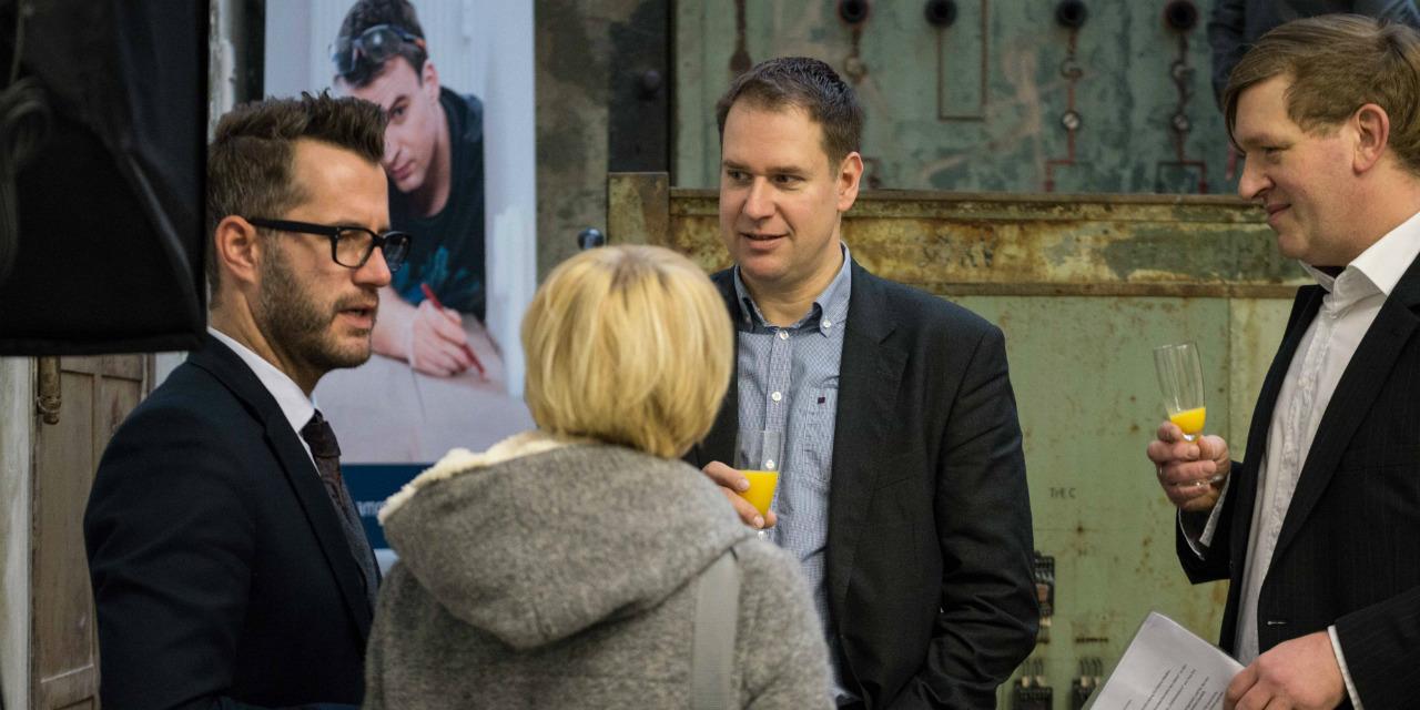 Die Juroren Roland Riethmüller und Hagen Bender im Gespräch mit den Gewinnern von www.innungsbaecker.de.